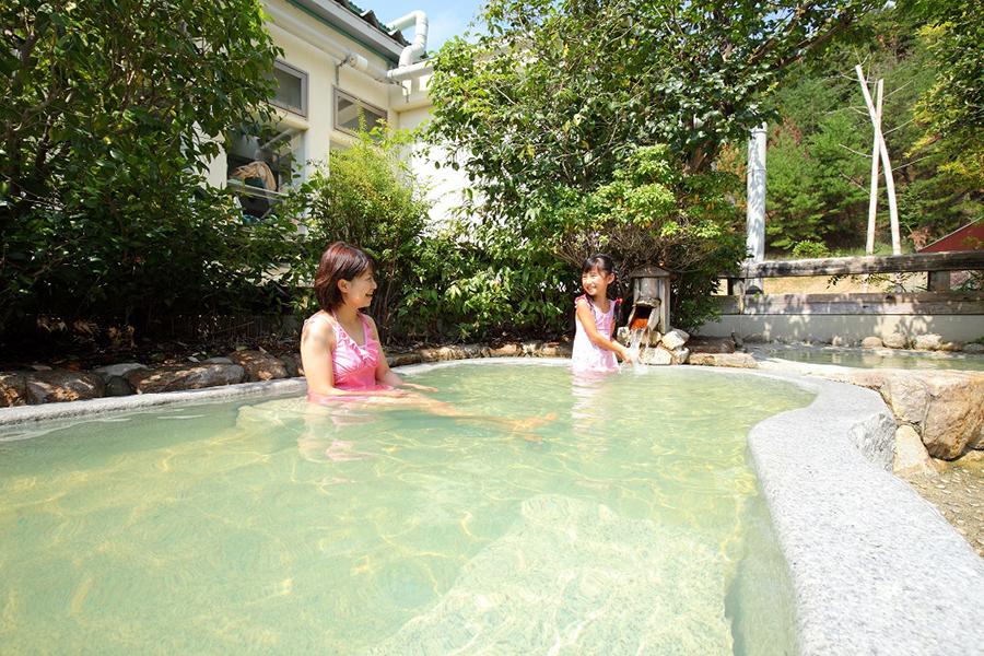 お風呂は施設内の温泉を500円で利用できる