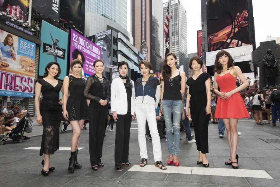 渡米した『シカゴ』宝塚歌劇OGバージョンのメンバーたち