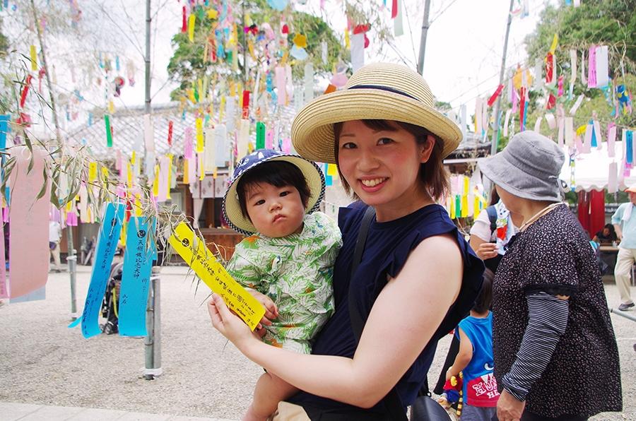 初めて『七夕祭り』に訪れたという仙波亜紗美さんと長男の千宙くん