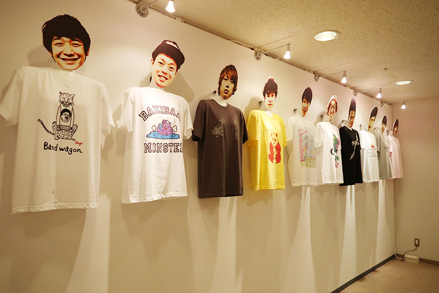 芸人が描いたオリジナルTシャツも販売