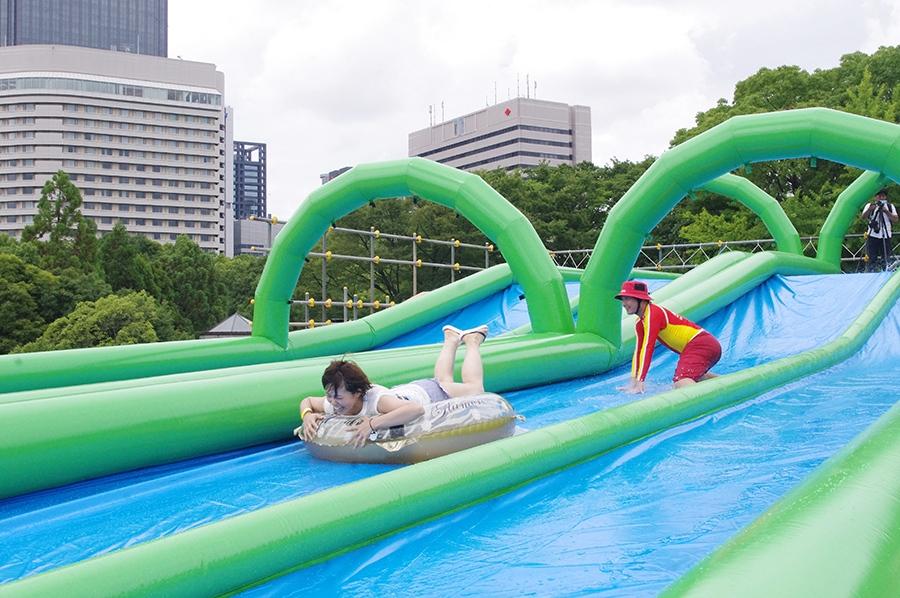 大阪最長の150メートルの「ウォーターロングスライダー」