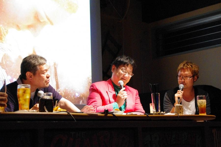 公開イベントで行われた本企画(2014年)の模様(左から、春岡勇二、ミルクマン斉藤、田辺ユウキ)
