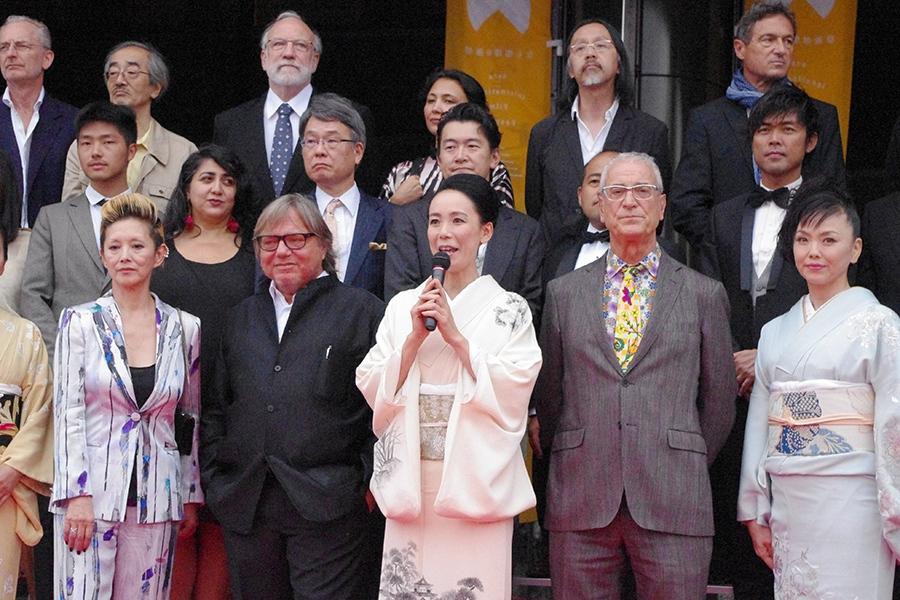 『なら国際映画祭2014』オープニングセレモニーの様子、前列両サイドには女優の夏木マリ(左)と松田美由紀(右)の姿も