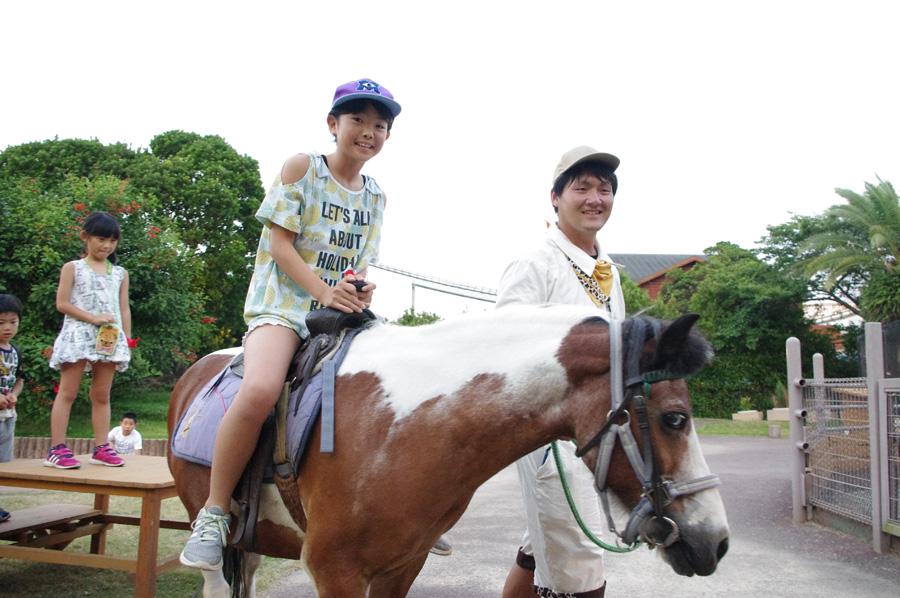期間中は、ぐるりと一区画を一周歩いてくれる乗馬体験が無料で