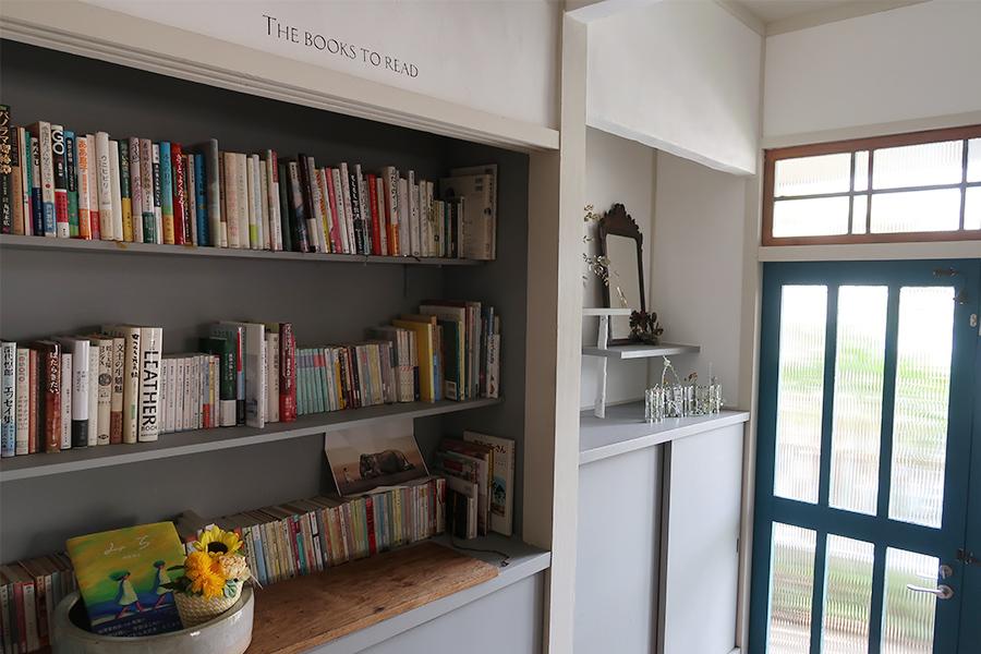 こちらの本棚から自由に選ぶ、一部本の販売も