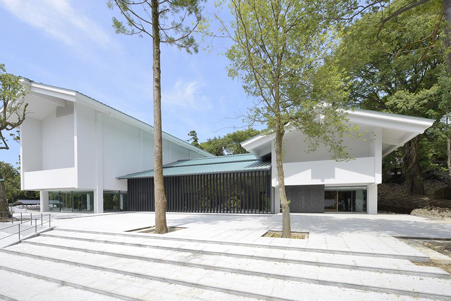 正面縦格子からは日本最大の鼉 太鼓が垣間見える(重文の鼉 太鼓は2019年4月に公開予定)
