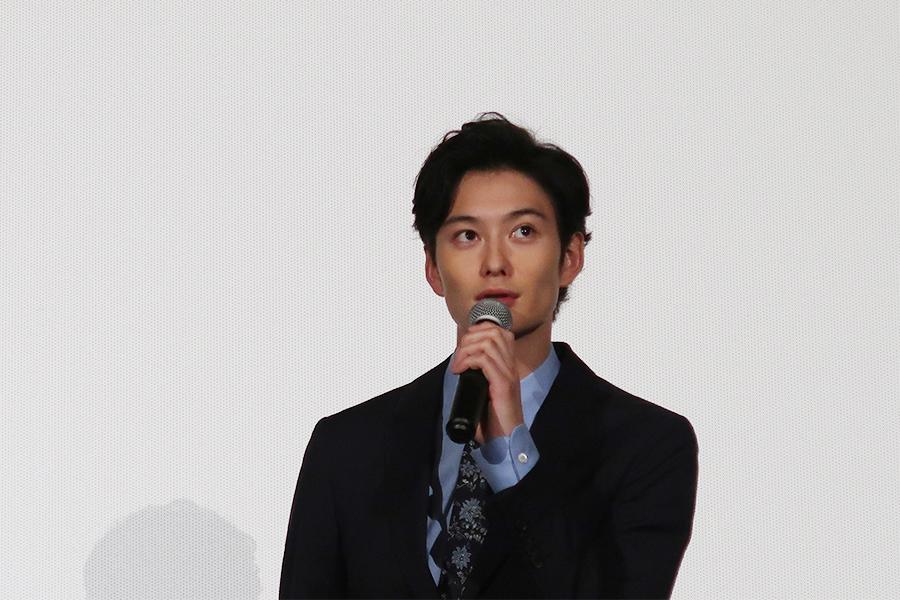 今回はいつになく真面目な役を演じるという岡田将生