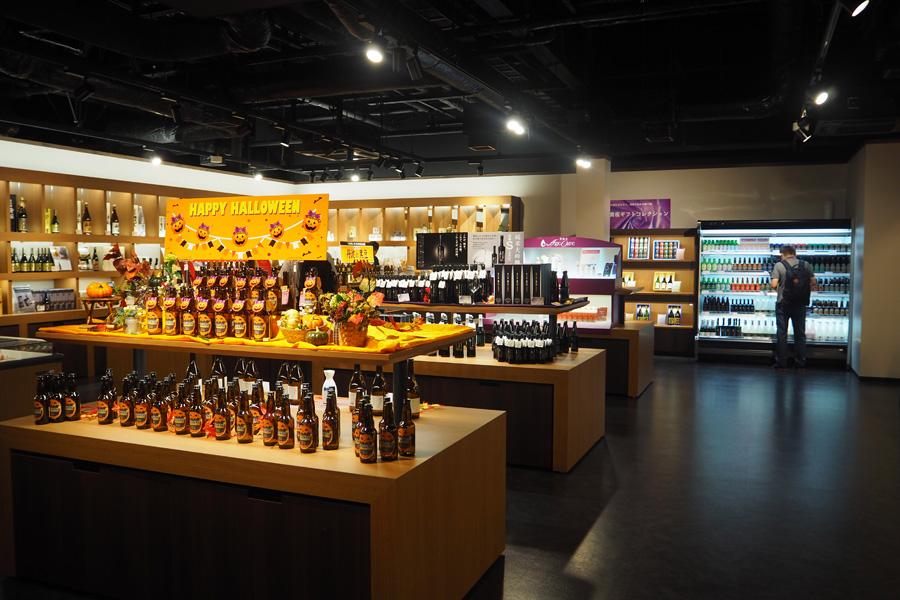 日本酒や地ビールをはじめ、お酒を使ったお菓子や化粧品なども揃うショップ
