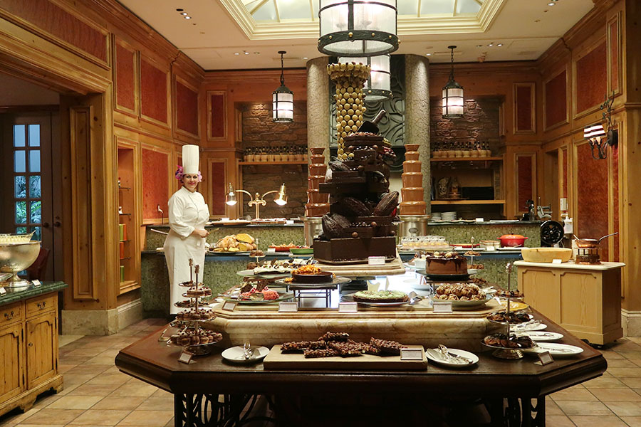 ティラミス、ロール、カッサータ、ライスプディング、ホワイトチョコレートムースなど、様々なスタイルでチョコレートが楽しめる