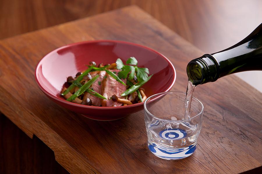 レストラン&バーで灘五郷の日本酒を揃える