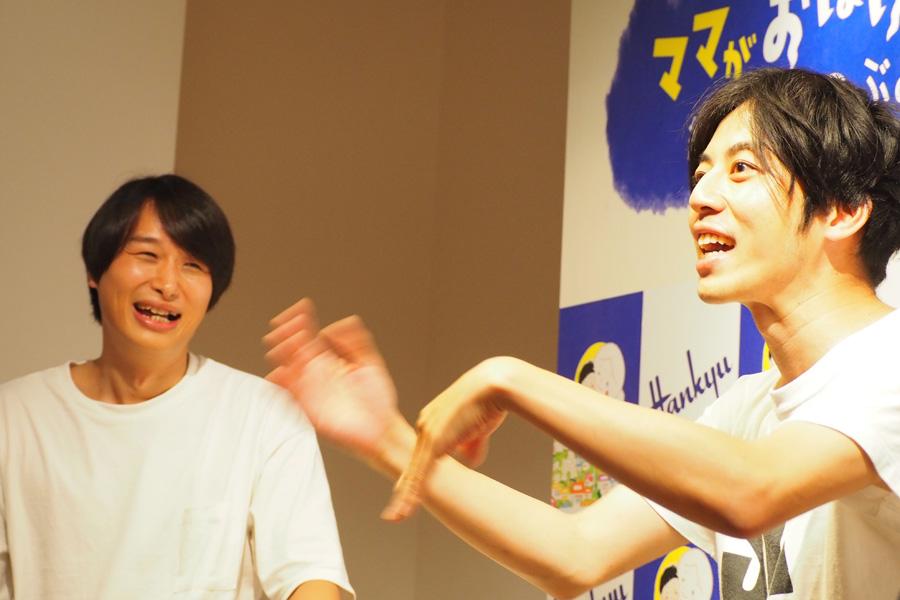 トークする作家・のぶみさん(左)と、キングコングの西野亮廣