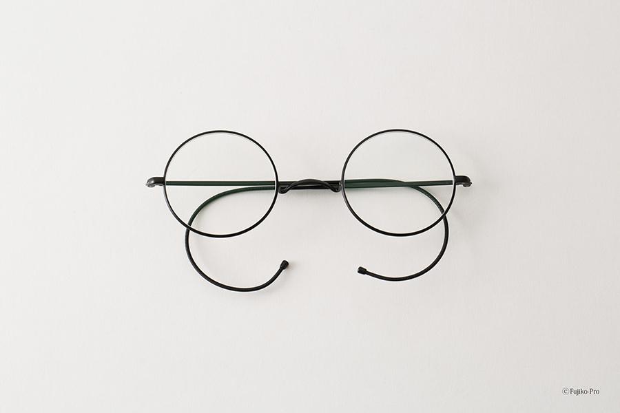 桐箱に入った「のび太くんのメガネ」特製袋付き。30本限定