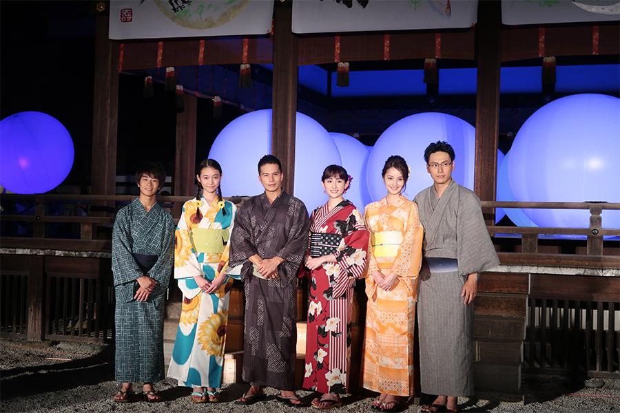 左から前田旺志郎、宮野陽名、市原隼人、早見あかり、佐々木希、山下健二郎