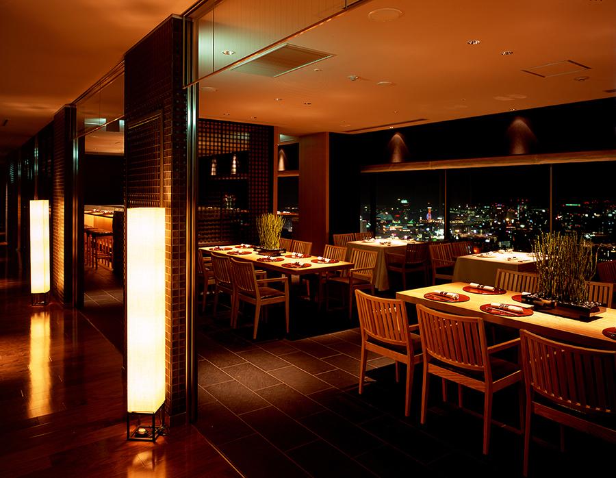 窓から見える、神戸の夜景も人気