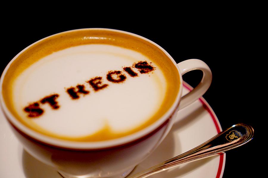 セントレジスロゴカフェオーレのほか、紅茶などが揃う