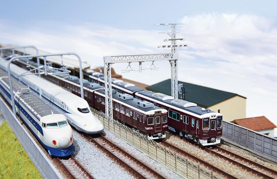 東海道新幹線と阪急電鉄が並走する上牧駅付近のジオラマ