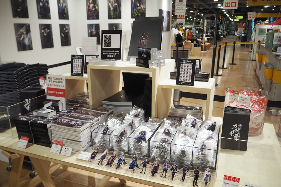 東京でも1番人気だったクリアファイル、一筆箋など会場限定グッズを販売。東京の時と比べ、商品を全体的に増やしているとのこと