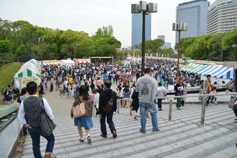 大阪城公園駅前が会場。前回の様子