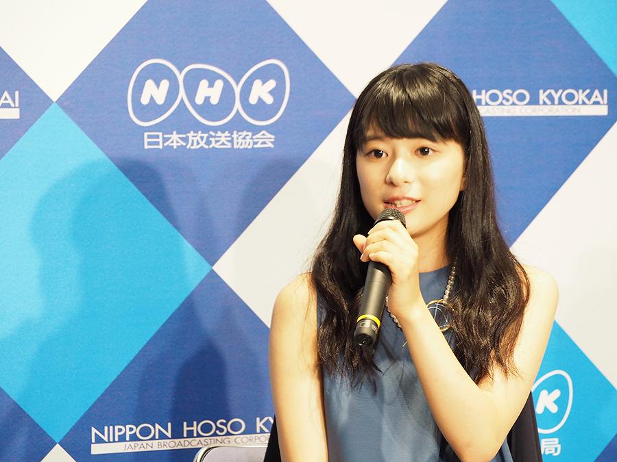 人見知りが激しく、「私も小さいときは自分の意見が言えない子どもだった」と話す芳根京子