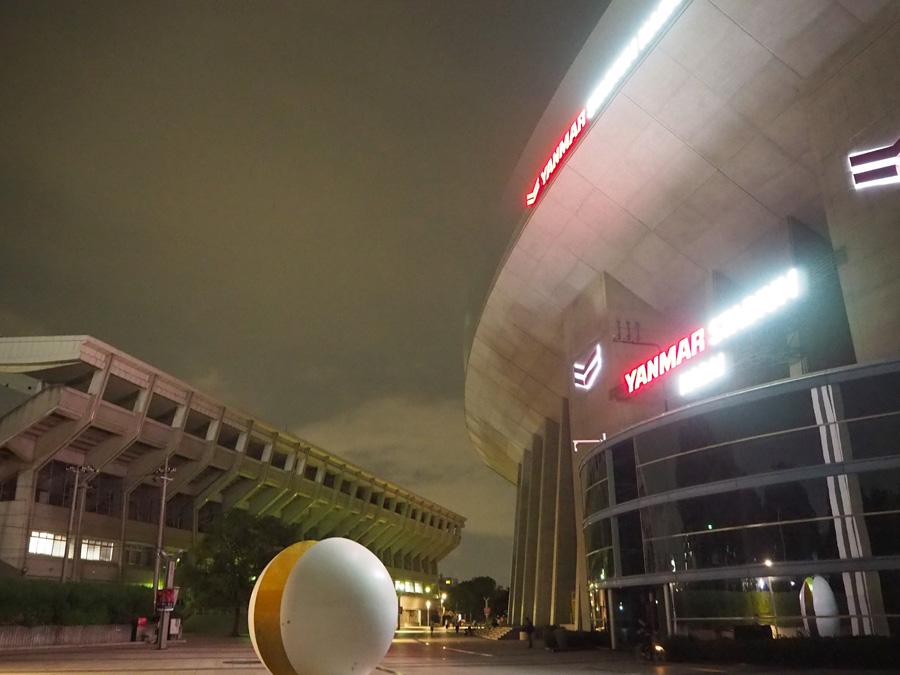 セレッソは、全国でも珍しく「ヤンマースタジアム長居」(右)と「キンチョウスタジアム」、隣接した2つの試合会場をもつ