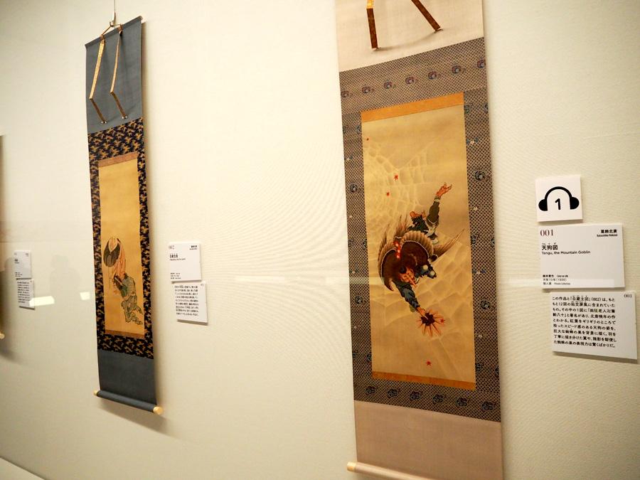 葛飾北斎の「天狗図てんぐず」(右)と「白蔵主図」は本邦初公開