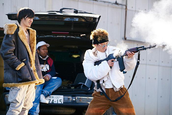 留学生犯罪組織の周と林を演じた、須賀健太(右)とNOZOMU(左)<br /> © リチャード・ウー、すぎむらしんいち・講談社/映画「ディアスポリス」製作委員会