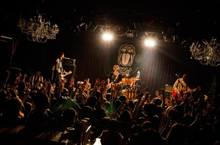 「梅田シャングリラ」でのライブの様子