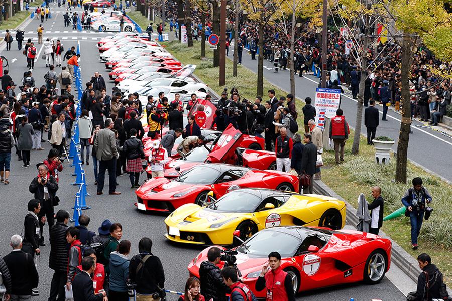 高級車&スーパーカーの代表でもあるフェラーリがずらりと並ぶさまは圧巻