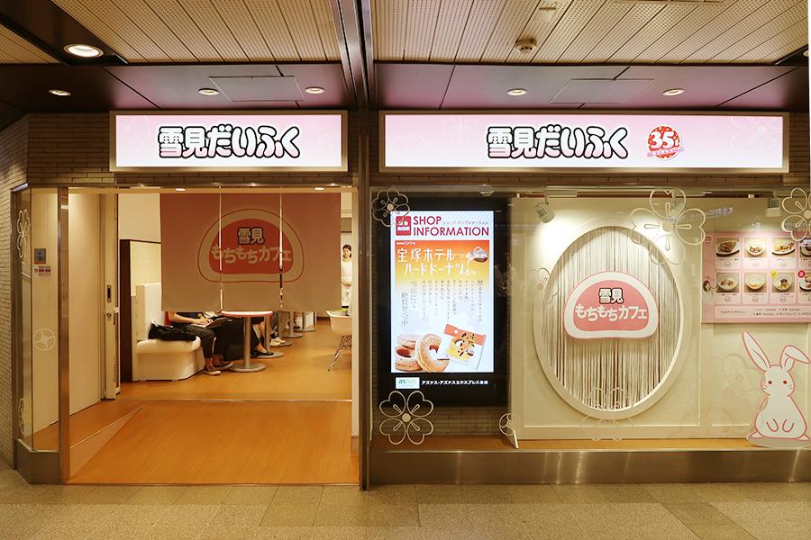 梅田駅構内に、神戸線への階段すぐ近く