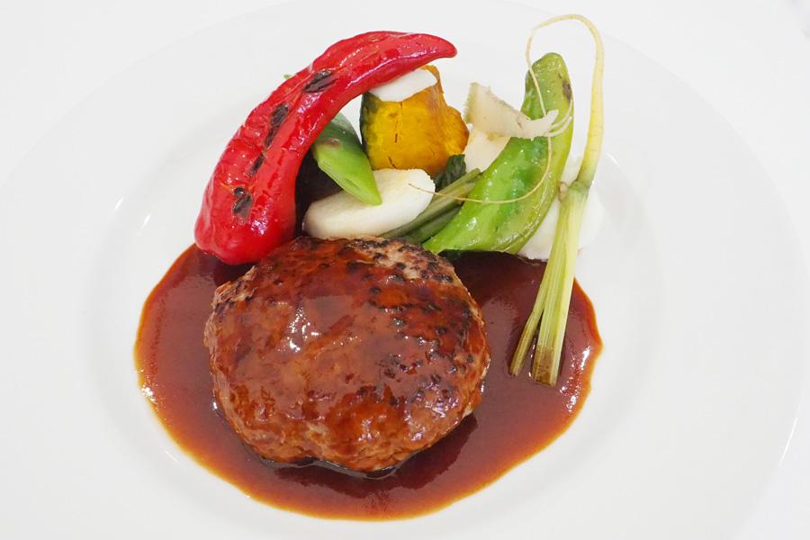 厳選牛肉と豚肉のハンバーグ リュミエール風(ライス付)1,620円