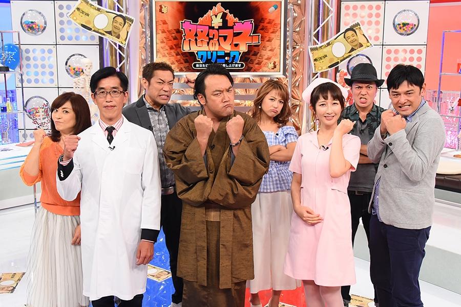番組MCをつとめる芸人・たむらけんじ(中央)