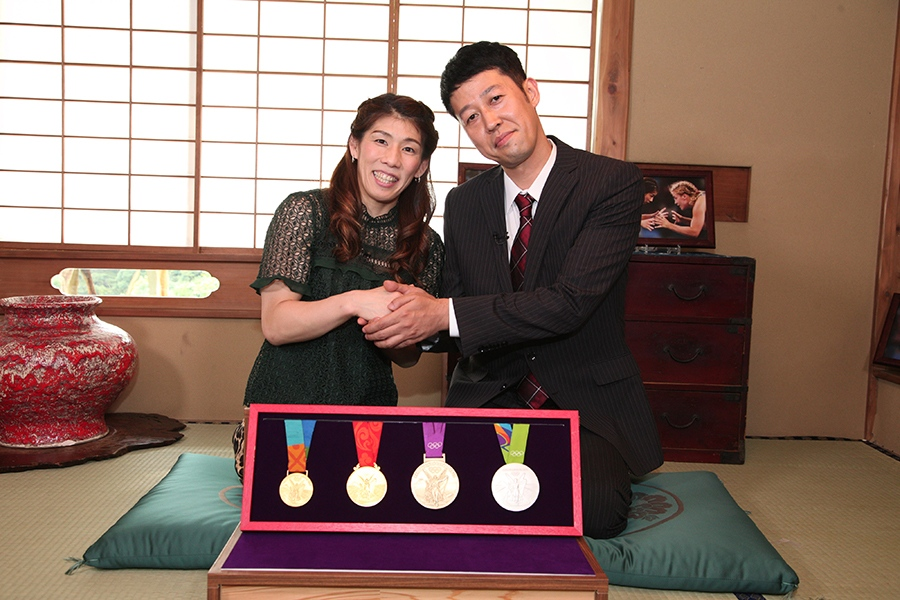 半年ぶりに対談を行った女子レスリング・吉田沙保里選手(左)と小籔千豊