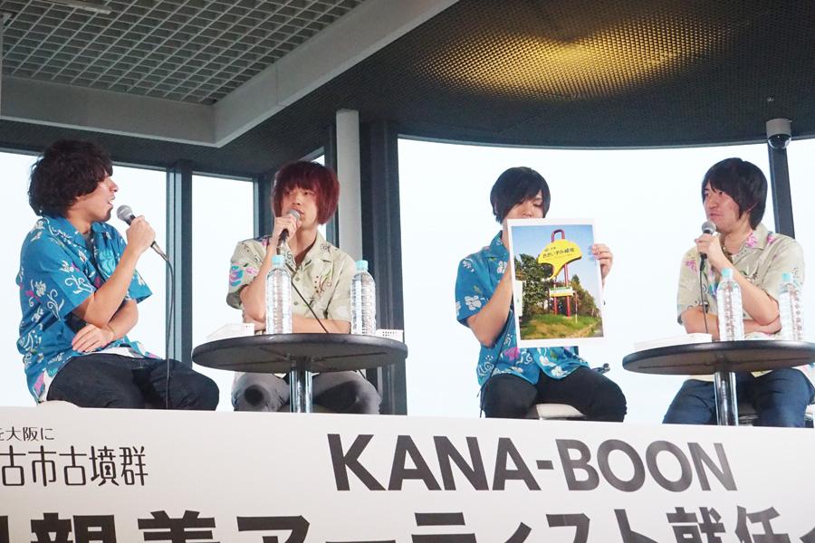 左から谷口鮪(vo&g)、飯田祐馬(b)、古賀隼斗(g)、小泉貴裕(ds)
