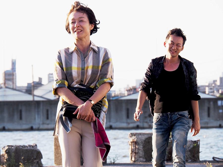 続編の「弁天町駅編」に出演するキムラ緑子(左)と波岡一喜