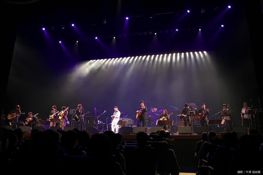 ラストは、出演者全員による、ラヴェルの「ボレロ」。なんと村治佳織がエレクトリック・ギターを演奏するというレアなシーンも