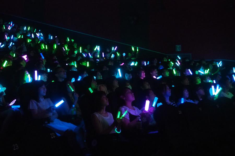 全国2万人が同時応援上映(写真は大阪・梅田ブルク7での様子)