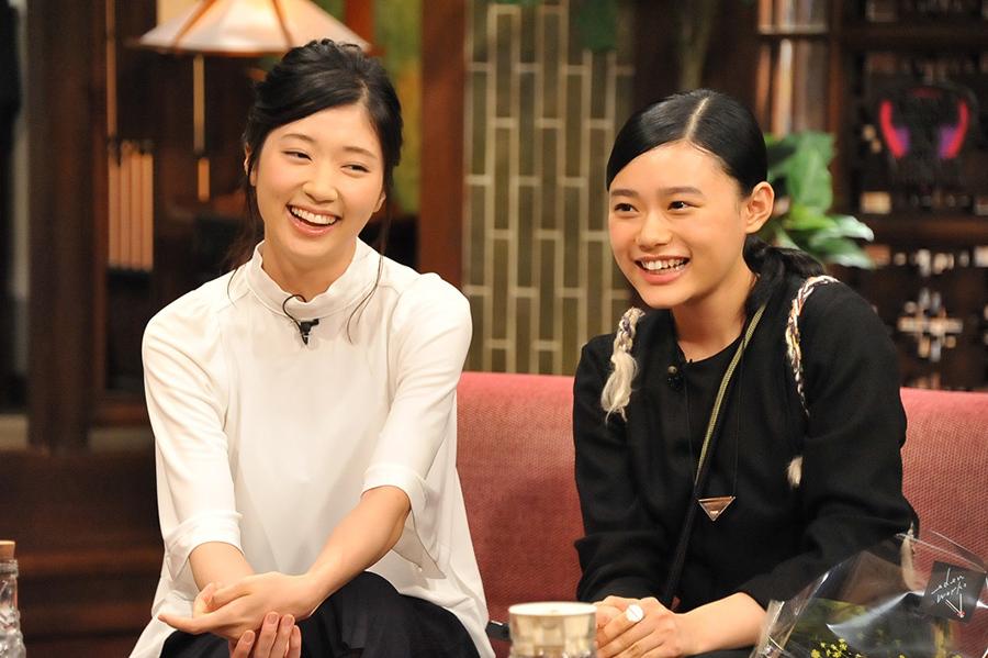 『さんまのまんま』の秋スペシャルにゲスト出演した相楽樹(左)と杉咲花の2人