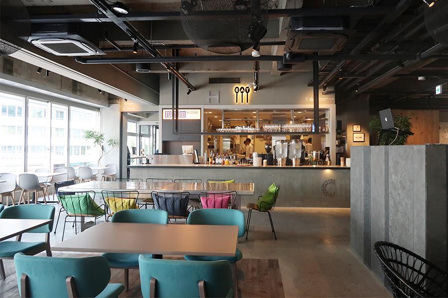 レストラン、カフェスペースはセルフサービスに。イベントなど開催できるようDJスペースも