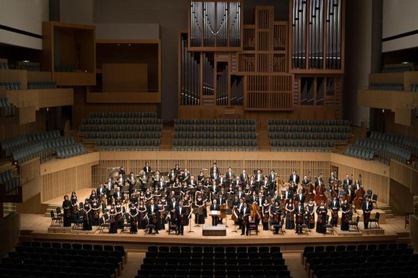 「第27回ミュージック・ペンクラブ賞」「第46回サントリー音楽賞」を常人指揮者の広上淳一とともに受賞するなど、近年の活躍も著しい京都市交響楽団