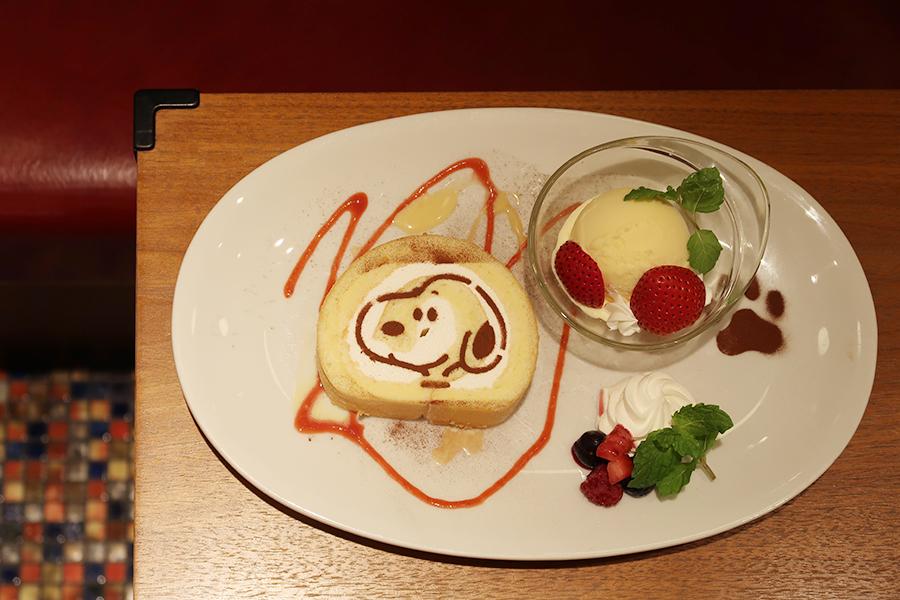 ロールケーキは、ふんわりとしたスポンジ生地に、甘さ控えめなクリームとともに。今回のために考えられたメニューに