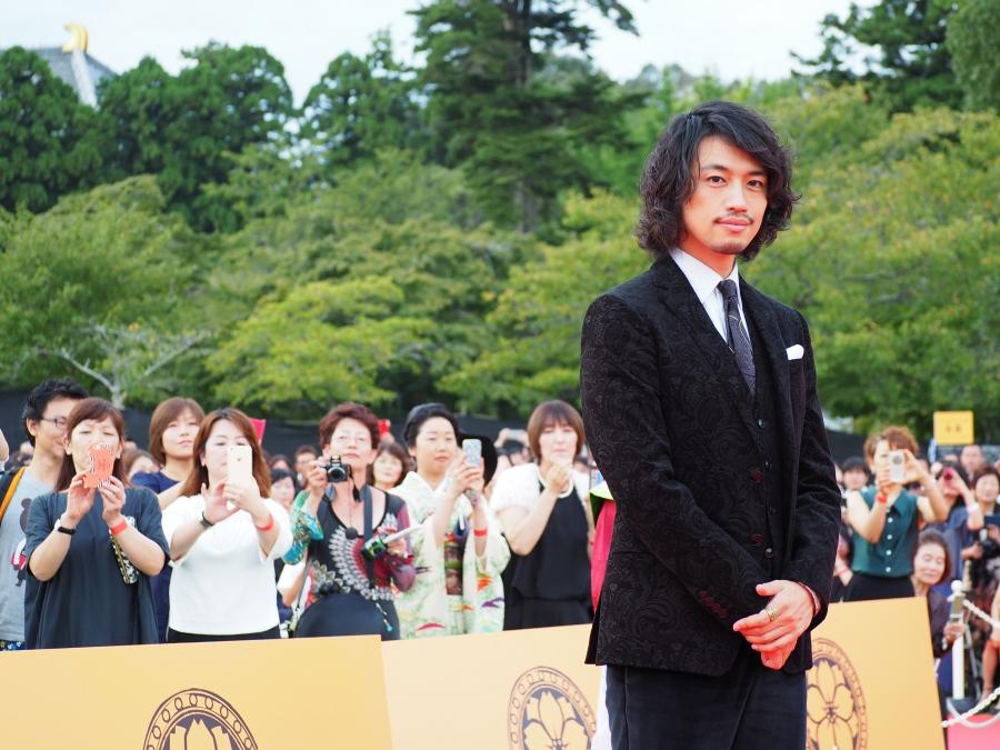 無類の映画好きとしても知られる俳優・斎藤工もレッドカーペットに登場
