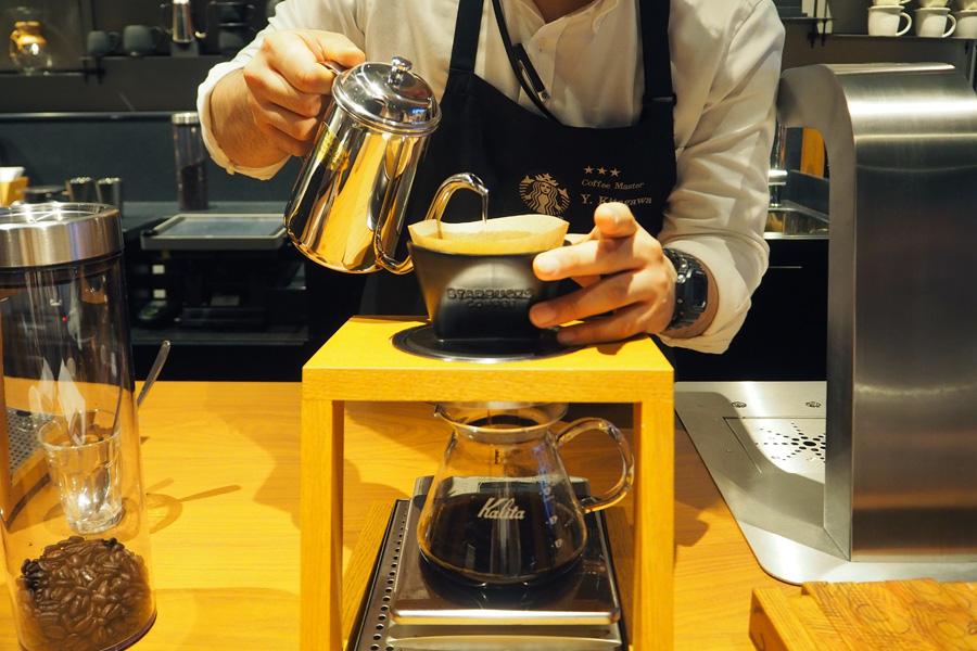 なかには1杯1,500円する世界的に稀少なコーヒーも(写真はハンドドリップ)