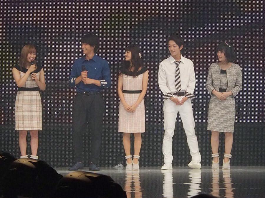 左から山口乃々華(E-girls)、佐藤寬太、美沙玲奈、大倉士門、灯敦生
