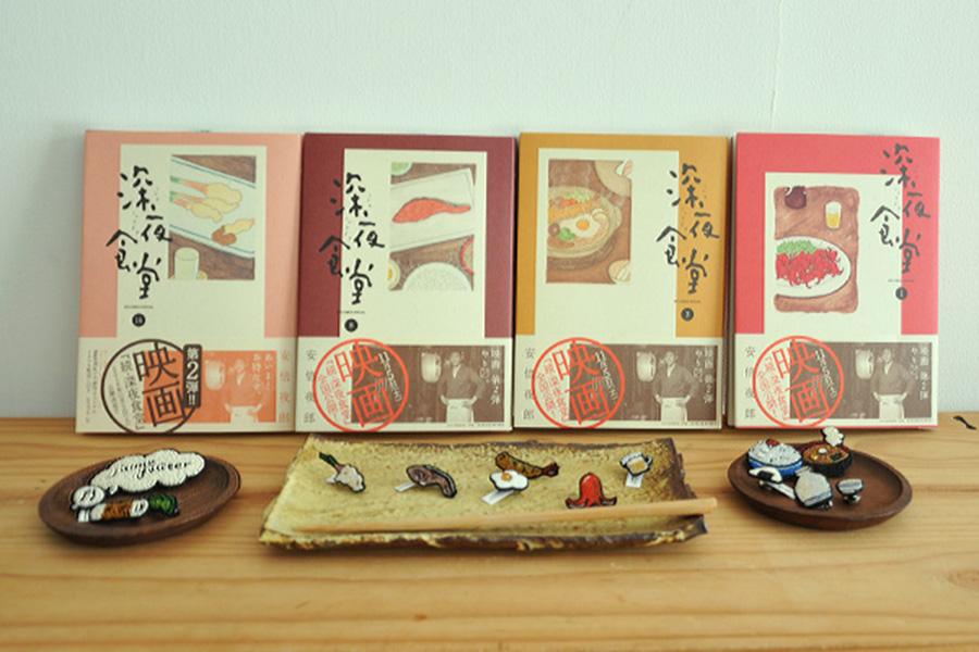 Moko Kobayashiが一つずつ刺繍で手作りするピンやブローチ。たこウィンナーのピン15,660円