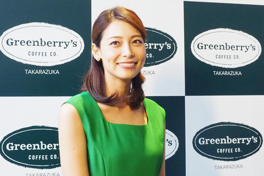 結婚後初となるイベントに登場した相武紗季(13日・グリーンベリーズコーヒー宝塚劇場前店)