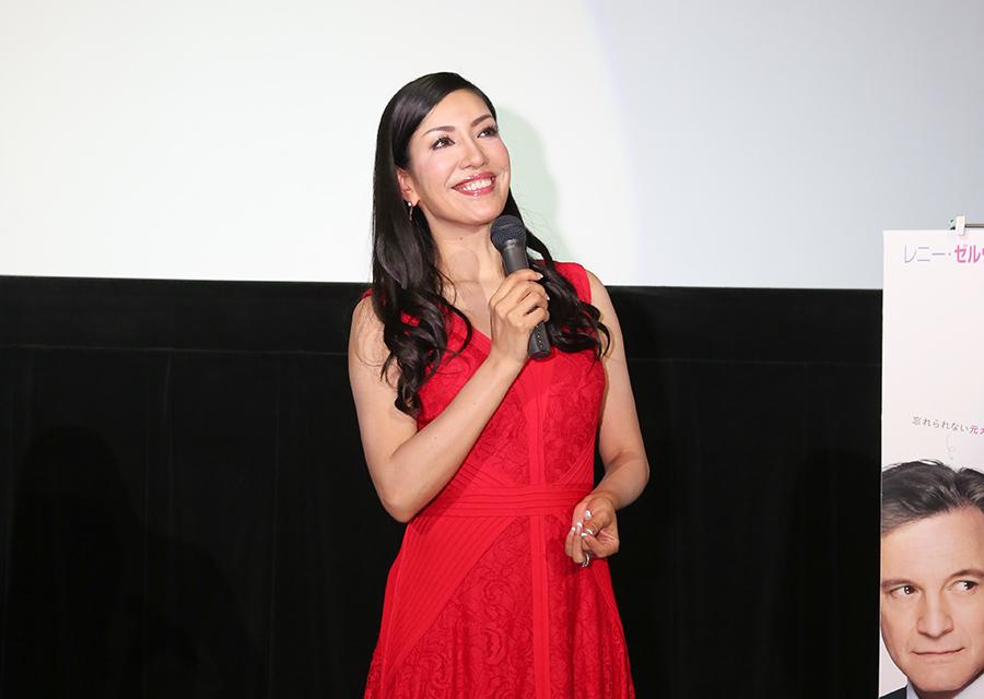 真っ赤なドレスでトークショーに登場したアン ミカ(18日・TOHOシネマズなんば)