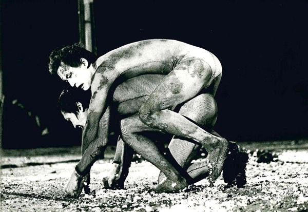 1979年冬公演(天王寺野外音楽堂)を記録した『足乃裏から冥王まで』(監督:井筒和生)