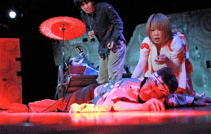 演劇集団あしたかぜによる過去の公演の様子