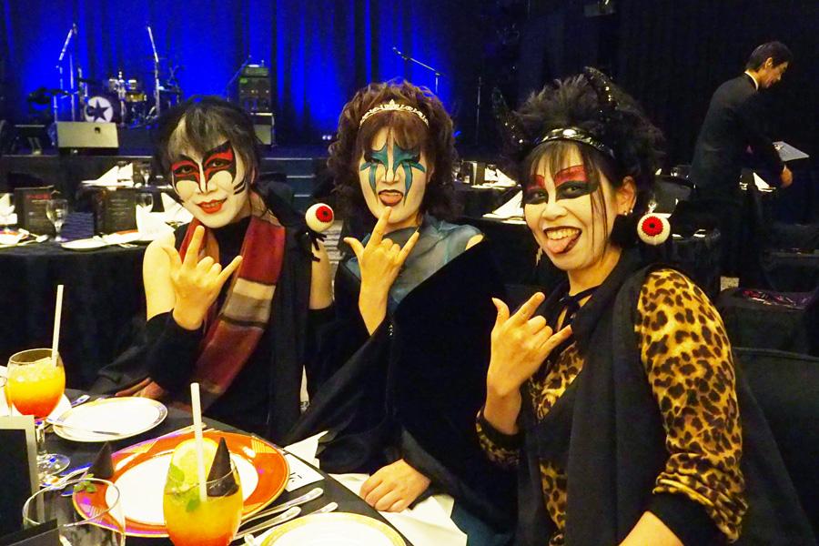 30年来のファンだという女性3人組は、聖飢魔Ⅱの構成員のメイクで参戦