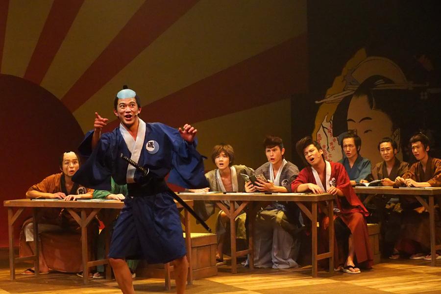 舞台上にいるキャスト全員の表情が豊か